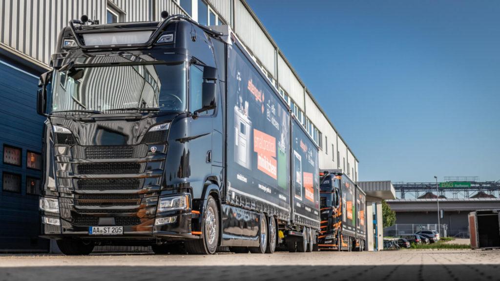 Stengel LKW zum Transport der Miniküchen